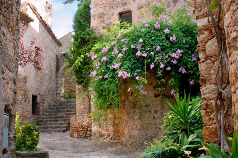 Бесалу и Рупит — экскурсия в средневековье